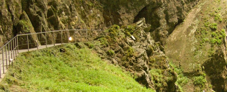 Propast Macocha a Punkevní jeskyně