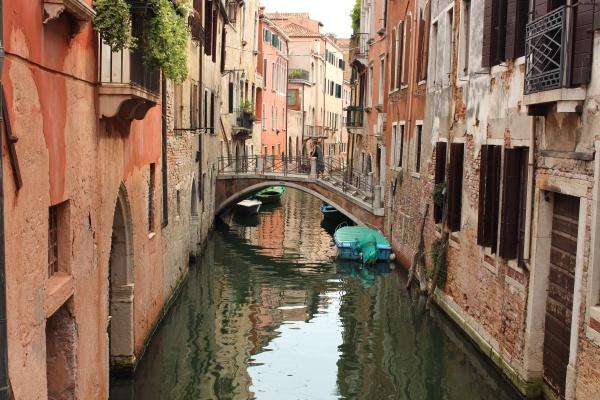 Jeden ze stovky kanálů Benátek