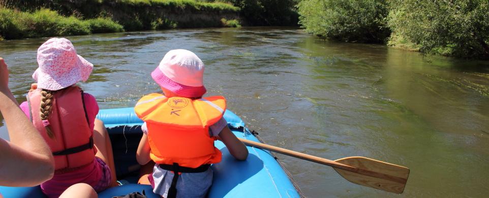 S dětmi na raftu na Orlici – z Týniště do Štěnkova