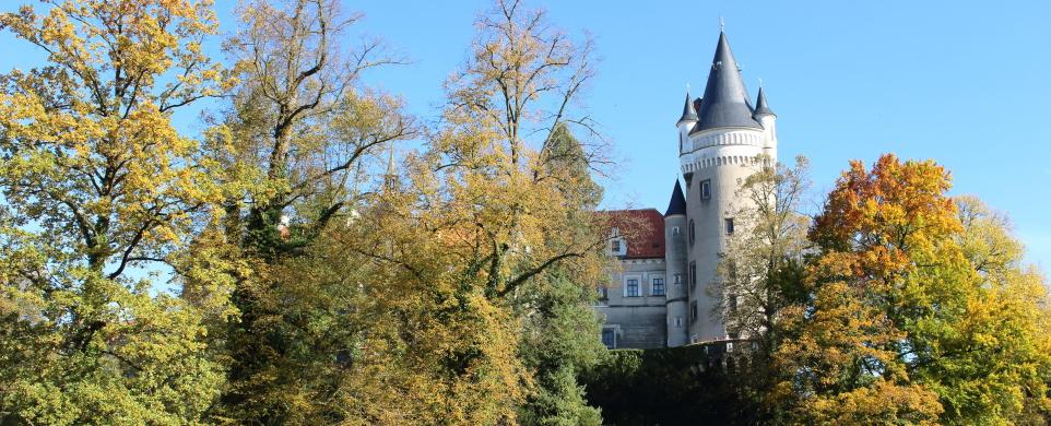 Zámek a zámecký park Žleby